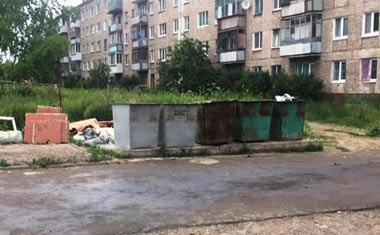 Тело мертвого младенца нашли в мусорном контейнере на Вагонке