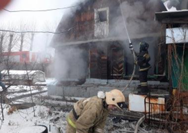 На Фотеево сгорел садовый дом, погиб мужчина