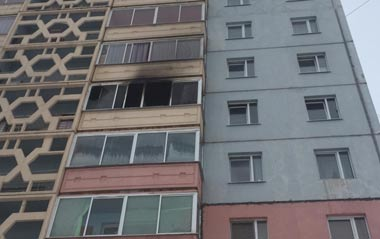 На Вагонке сгорела квартира в 9-этажке. хозяин жилища получил ожоги 12% поверхности тела