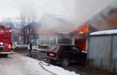 На Вагонке сгорел автомобиль