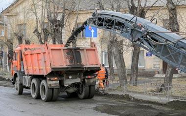 Идёт ремонт дорожного полотна на улице Красных Зорь