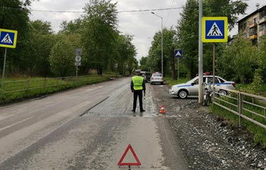 На Вагонке подросток на велосипеде угодил под машину